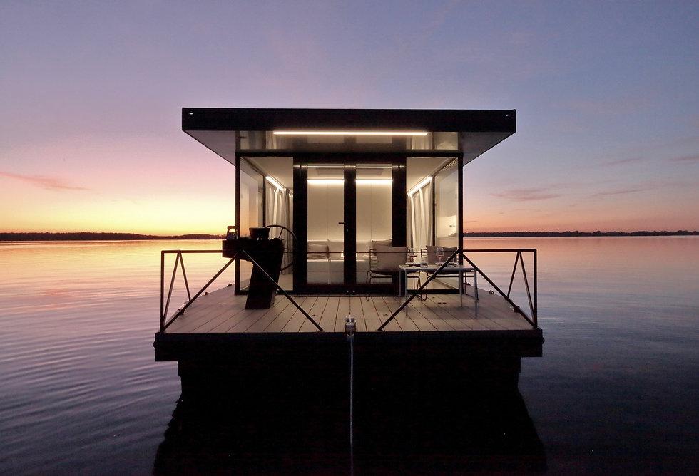 loungeboat_im sonnenuntergang.JPG