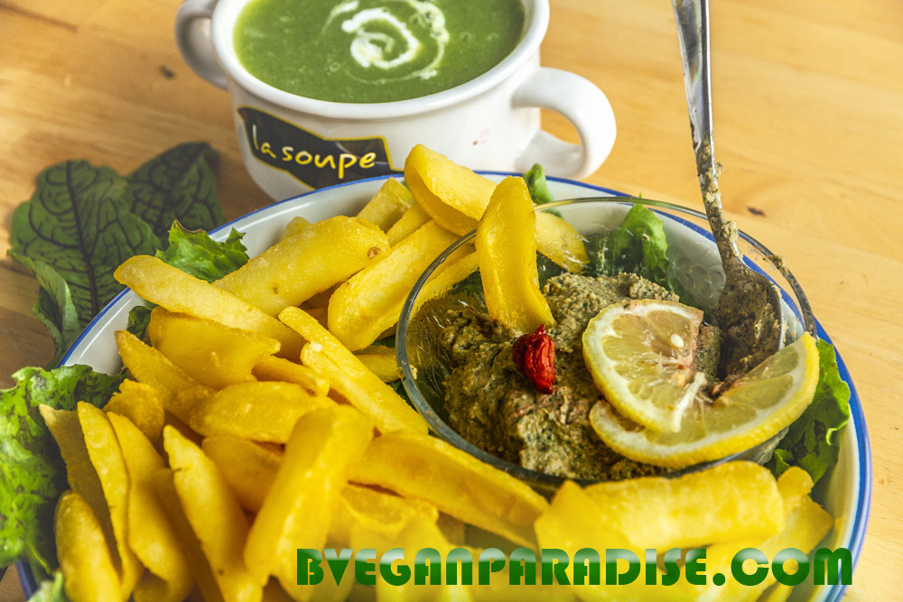 Today's meal: sorrels hummus, oven fries and courgette soup.