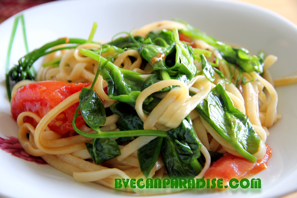 I know you'll say, this pea shoots noodles is so simple. Yes, it's so simple.