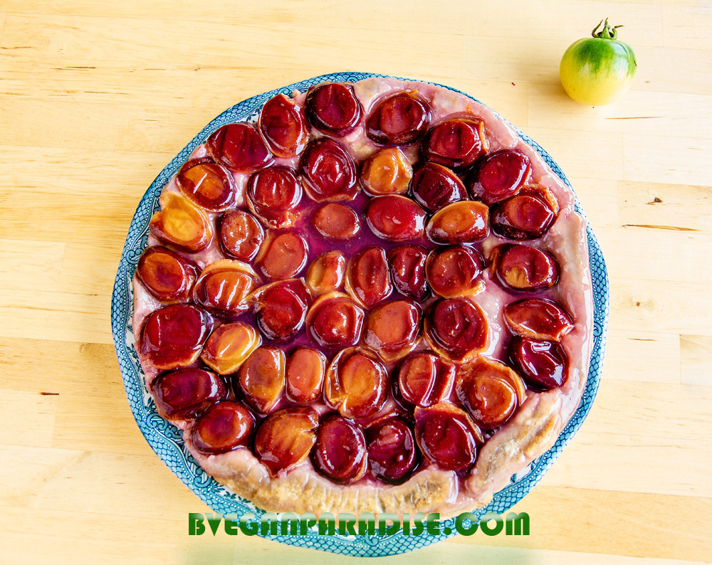 Tarte Tatin is now ready to eat. The most difficult part of this recipe is waiting until it cool down.