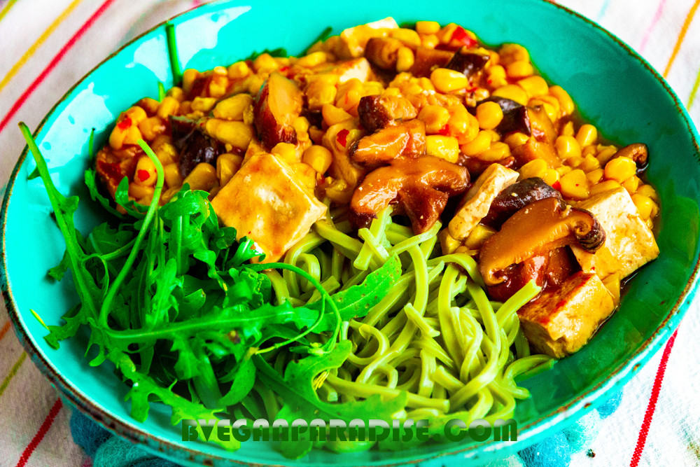 This simple green noodles with sweet and spicy tofu can be prepared in minutes.