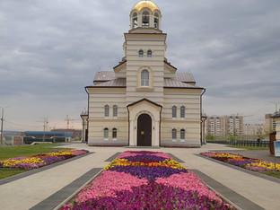 Божественная Литургия в Неделя 5-ю по Пятидесятнице, славных и всехва́льных первоверхо́вных апостоло