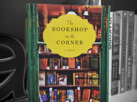 A cozy book about the love of books and making a brave decision: The Bookshop on the Corner