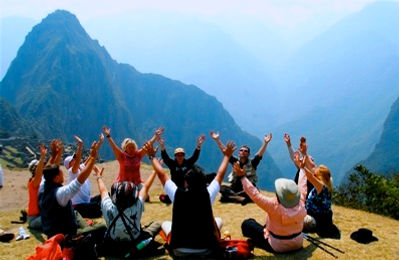 Huayna_Picchu_2010_Hands_up.jpg