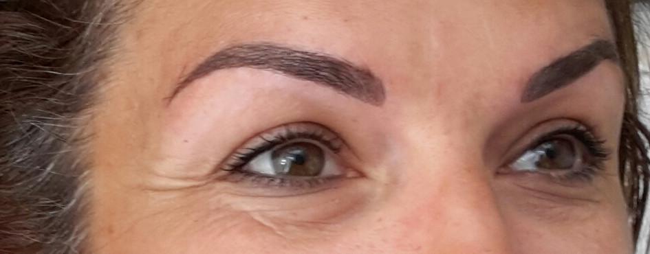 Création sourcils poils à poils