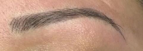 Zoom sourcil poils à pois sans contours