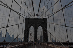 the-famous-and-historic-brooklyn-bridge-located-in-new-york-city_rtsgdQPABj (0-00-00-00)
