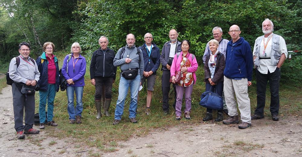 groepsfoto met twaalf van de zestien deelnemende bryo-en lichenologen (foto Dries Van den Broeck).
