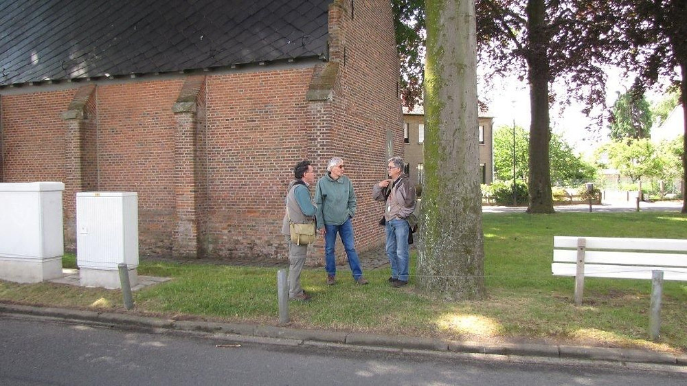 Discusies aan de kapel.jpg
