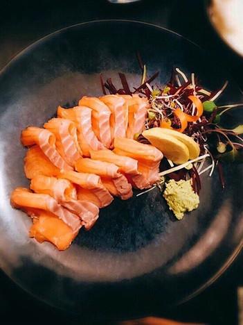 salmon sashimi (2).jpg