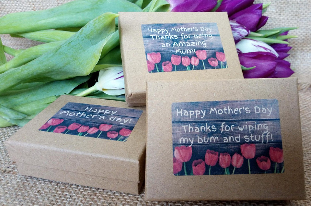 Treat your mother to this sweet little gift box with any nourishing Jojoba bar of your choice or 4 random sample/guest bars for her to try!