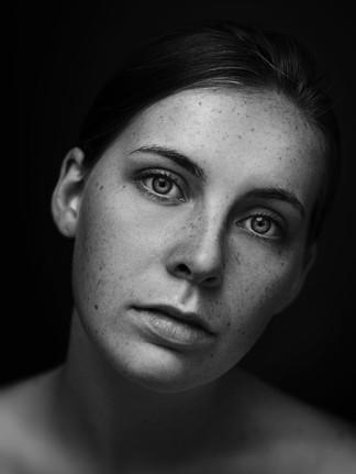 calderon-foto-portrait-freckles-project-headshot-black-and-white
