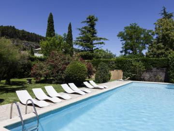 hotel-castel-mouisson-piscine-barbentane