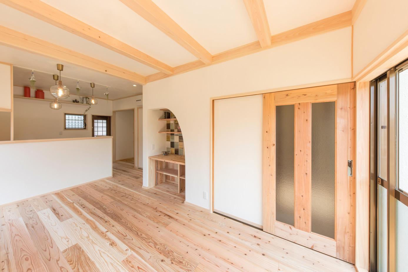 床も木材を使用しており 夏は涼しく、冬は暖かく 快適に過ごせます。