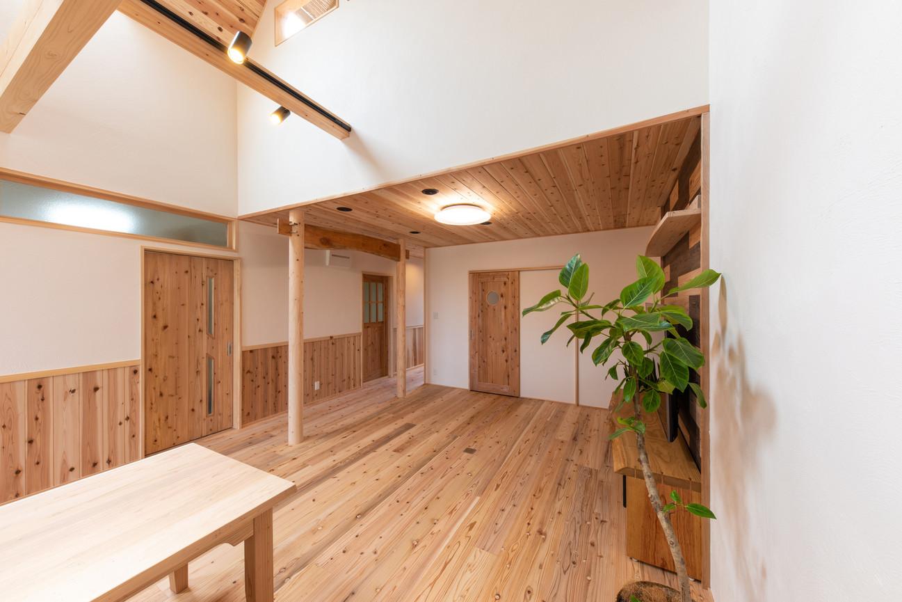 部屋一面木材を使用しています。