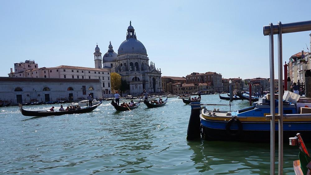 Gondolas improvising their way through the Grand Canal, Venice 2017