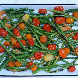 שעועית ירוקה עם פסטו עגבניות צלוית ושקדים