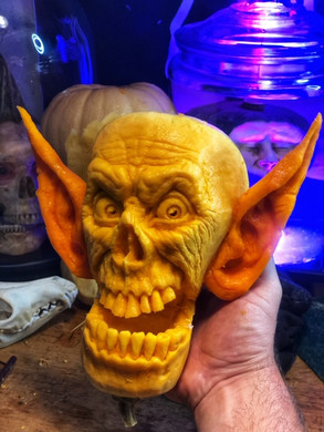 Skully Underbite was carved LIVE on epis