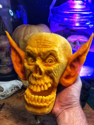 Skully Underbite was carved LIVE on epis