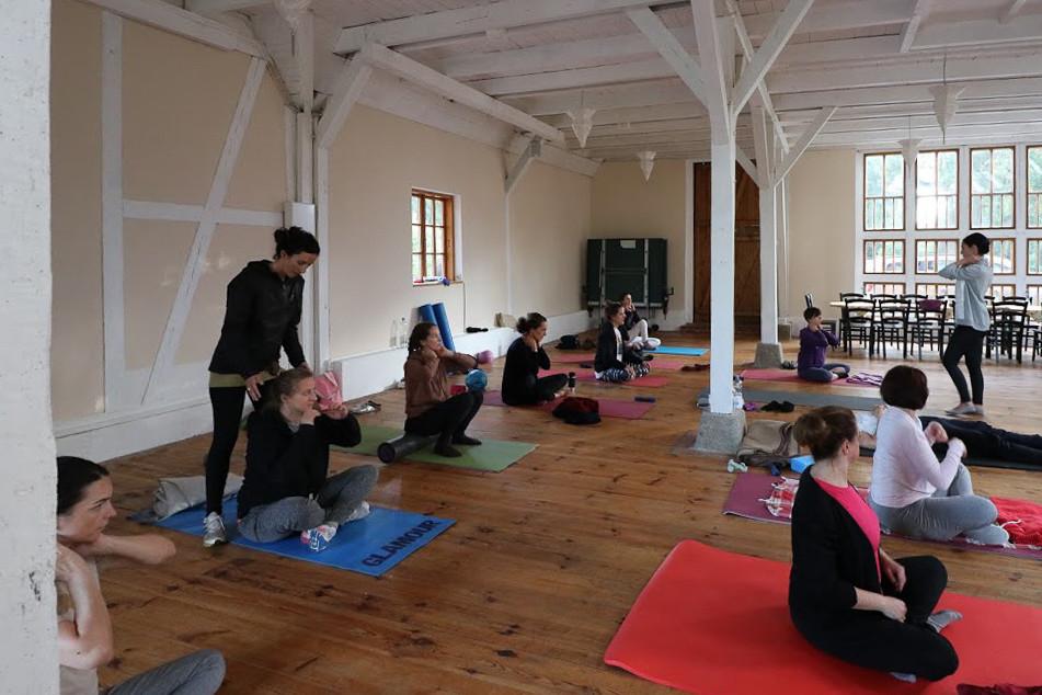 20190305_RUEGEN_Scheune_Yoga_CarolineCas