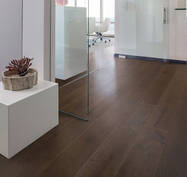 Commercial flooring installers