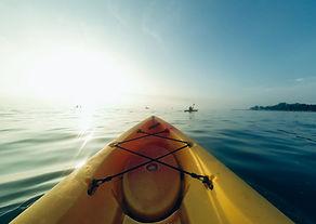 Kayak au lever du soleil