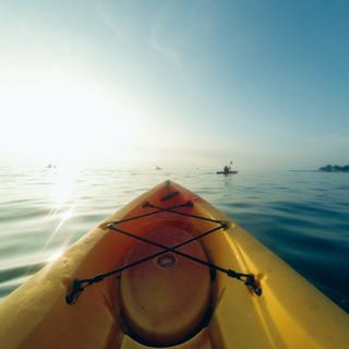 Kayak en la salida del sol