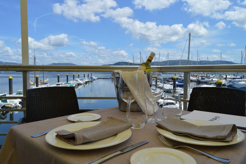 Restaurante con vistas al mar en San Adrian de Cobre