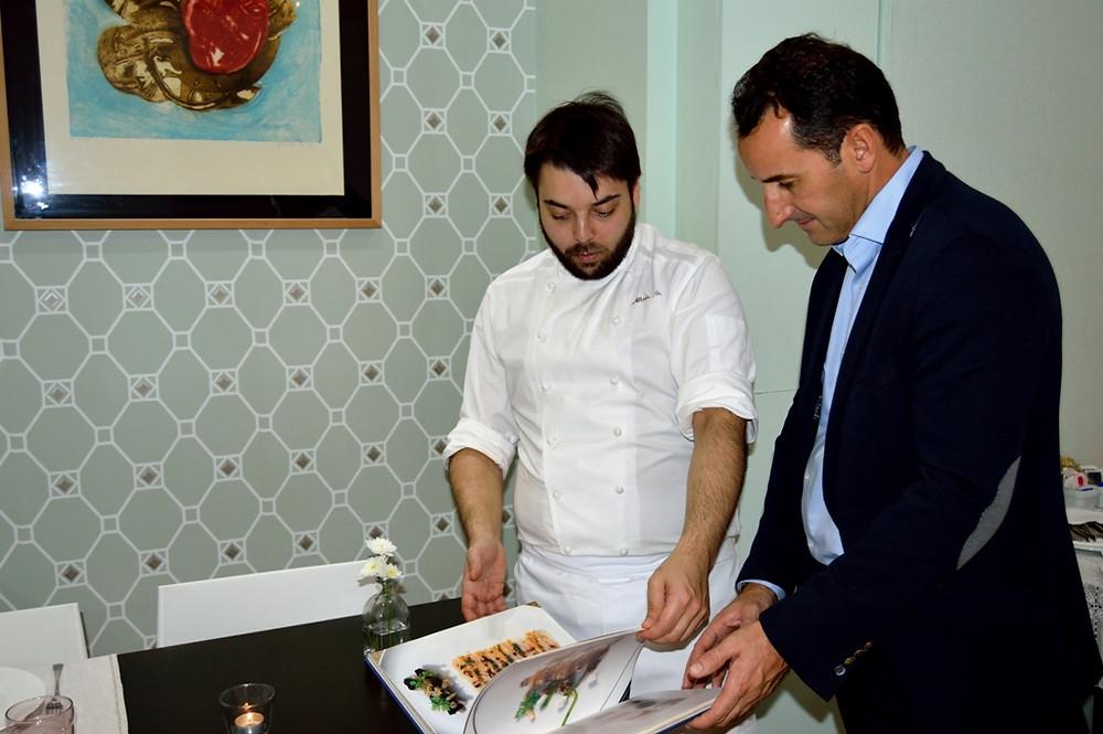 Alberte Gutiérrez y Víctor Sarmiento en el Restaurante Hierba Luisa