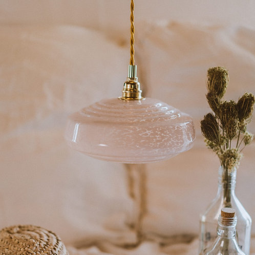 suspension vintage en verre de clichy rose avec fil électrique torsadé doré