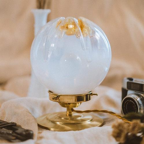 lampe ancienne en verre boule mazzega de murano sur pied en laiton et cable électrique torsadé doré