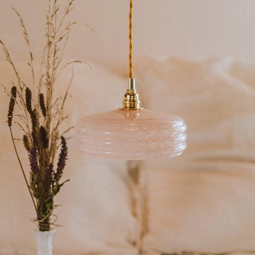 suspension ancienne en verre de clichy rose avec fil électrique torsadé doré