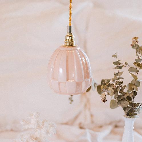 baladeuse en verre moulé opalin rose avec fil doré