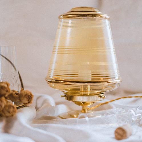 globe en verre doré monté en lampe sur pied en laiton et cable doré