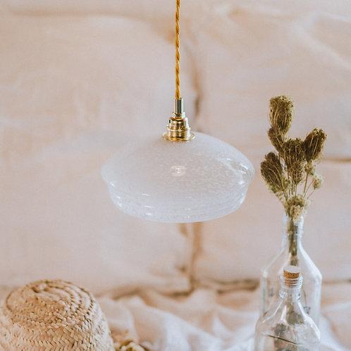 suspension vintage en verre de clichy blanc avec fil électrique torsadé doré