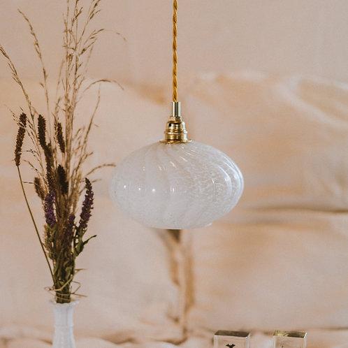 suspension ancienne en verre de clichy blanc avec fil électrique torsadé doré