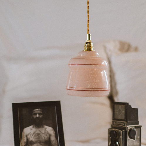 suspension vintage en verre rose de vianne avec fil électrique torsadé doré