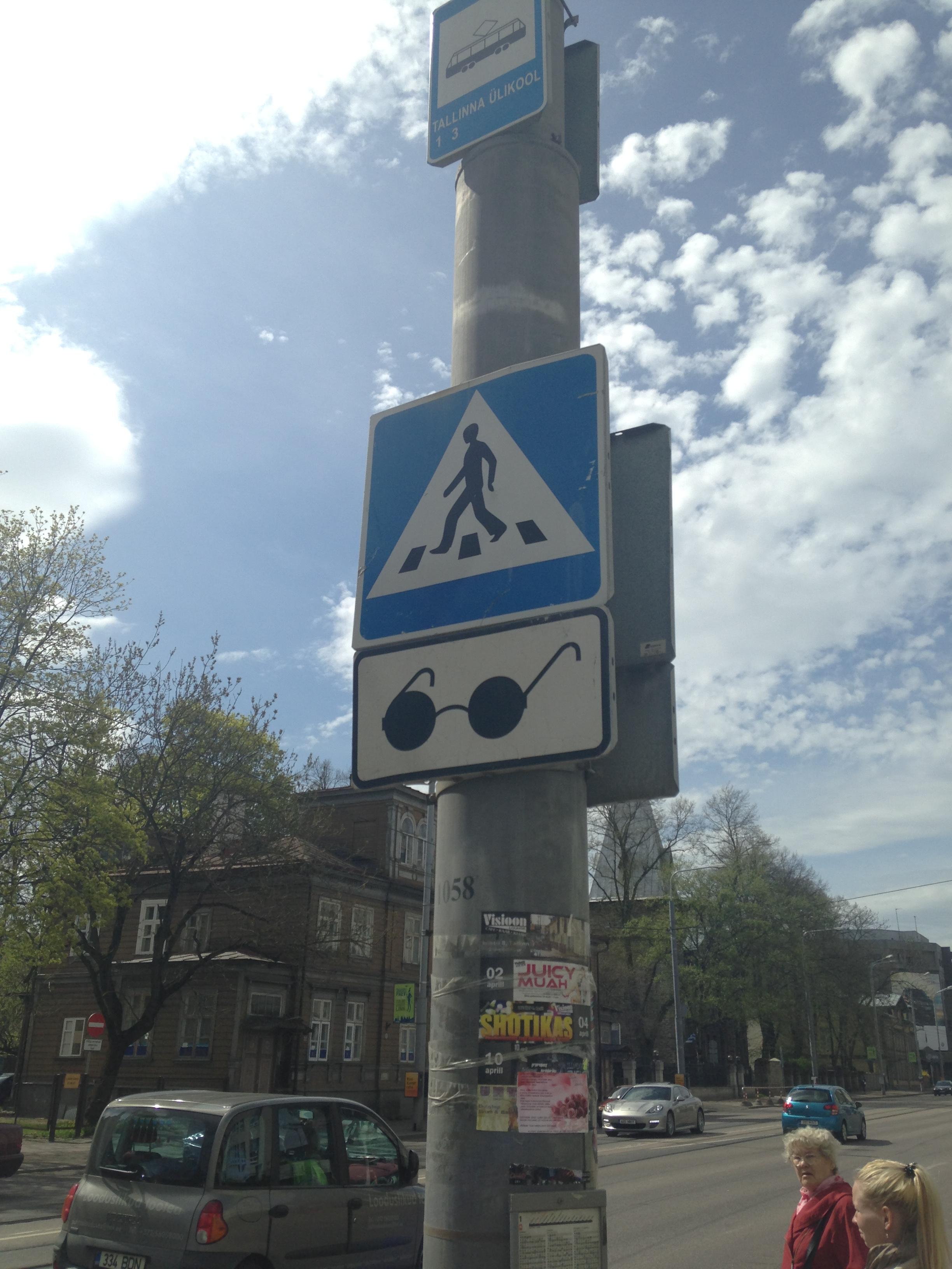 circleglasses crossing