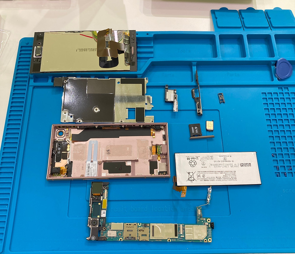 XperiaXZ1バッテリー交換のために分解