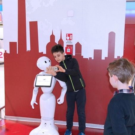 Pepper, il robot al Marconi di Bologna