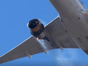 Denver, il video del motore distrutto del B777