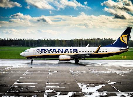 Transiti, coincidenze e bagagli, Ryanair si reinventa