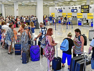 Ryanair rifiuta imbarco a ragazzina malata di tumore