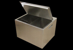 Insulated Ice w/ lid and divider