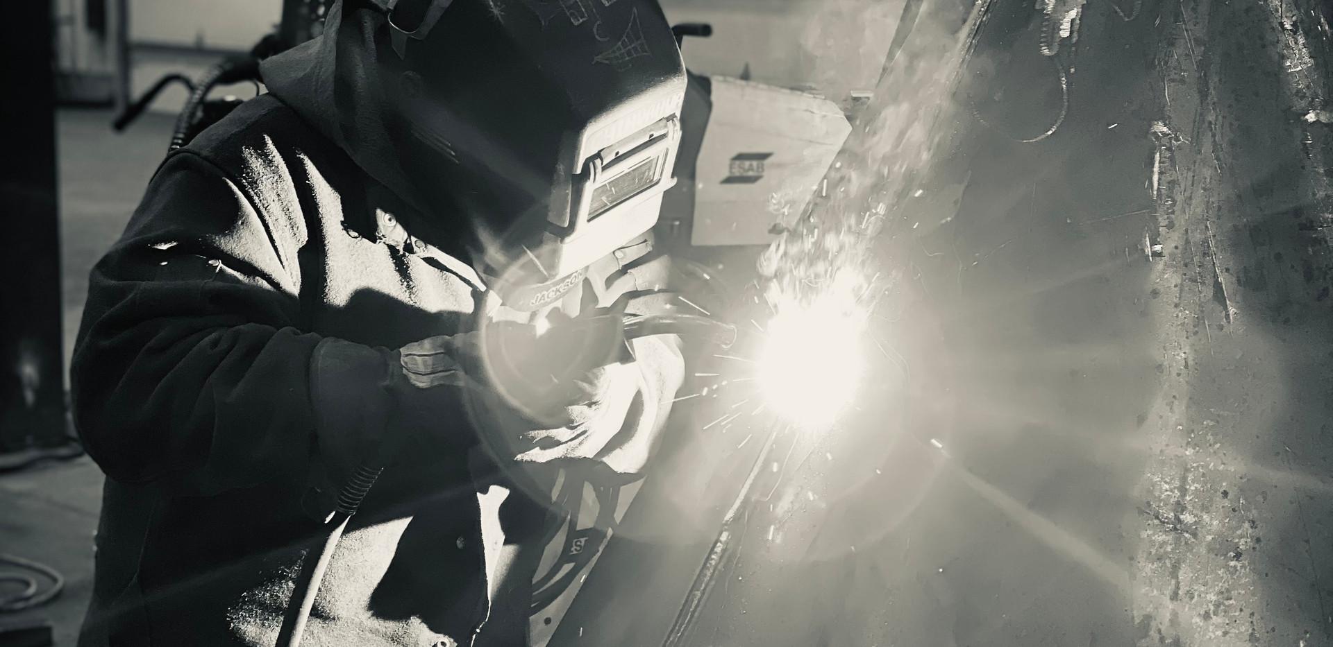 Welding work on triangular cylinder pris