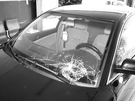 Σε περίπτωση ατυχήματος, τι ρόλο παίζει το μπροστινό παρμπρίζ για την ασφάλεια μου;
