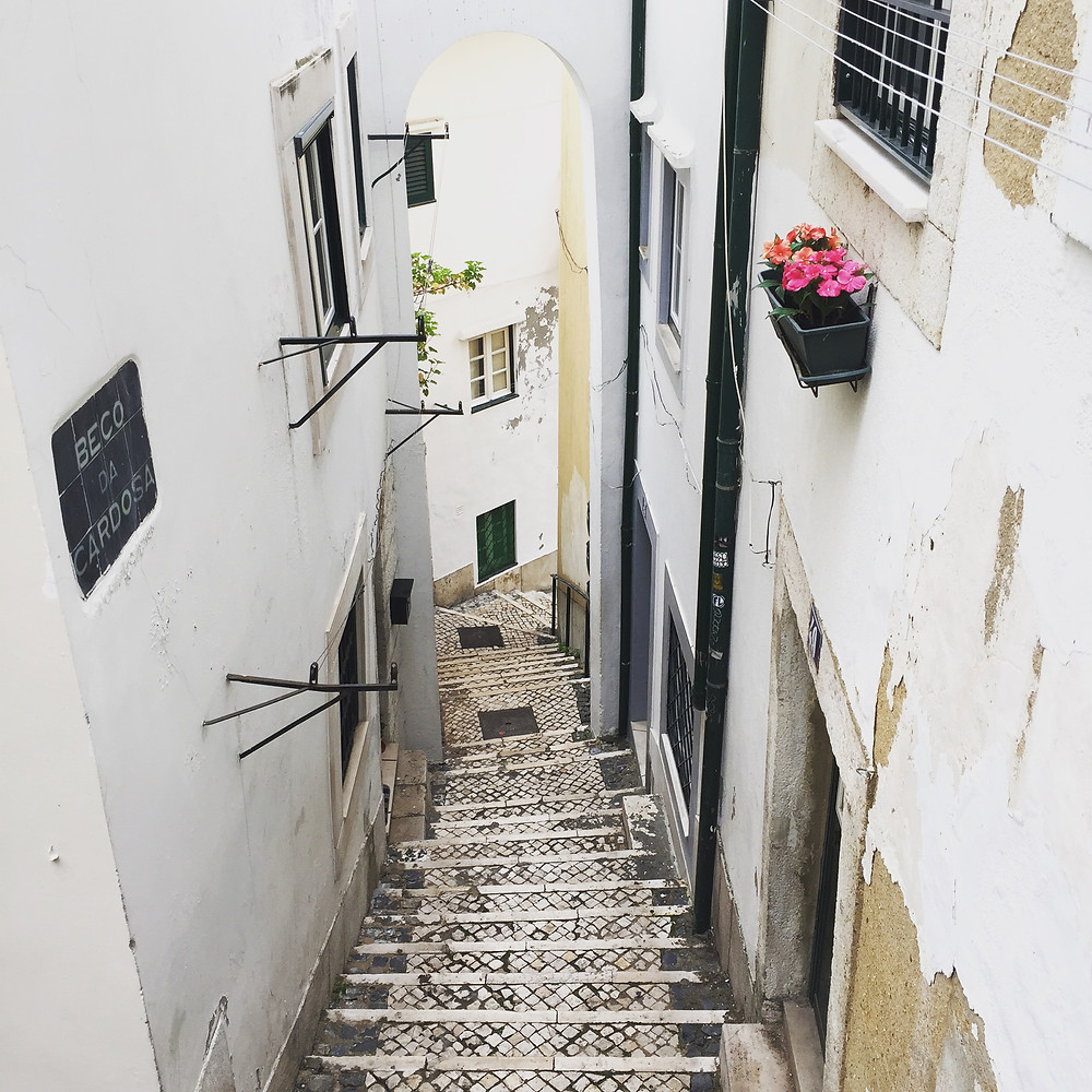 The streets of Alfama - Ordinary Brussels