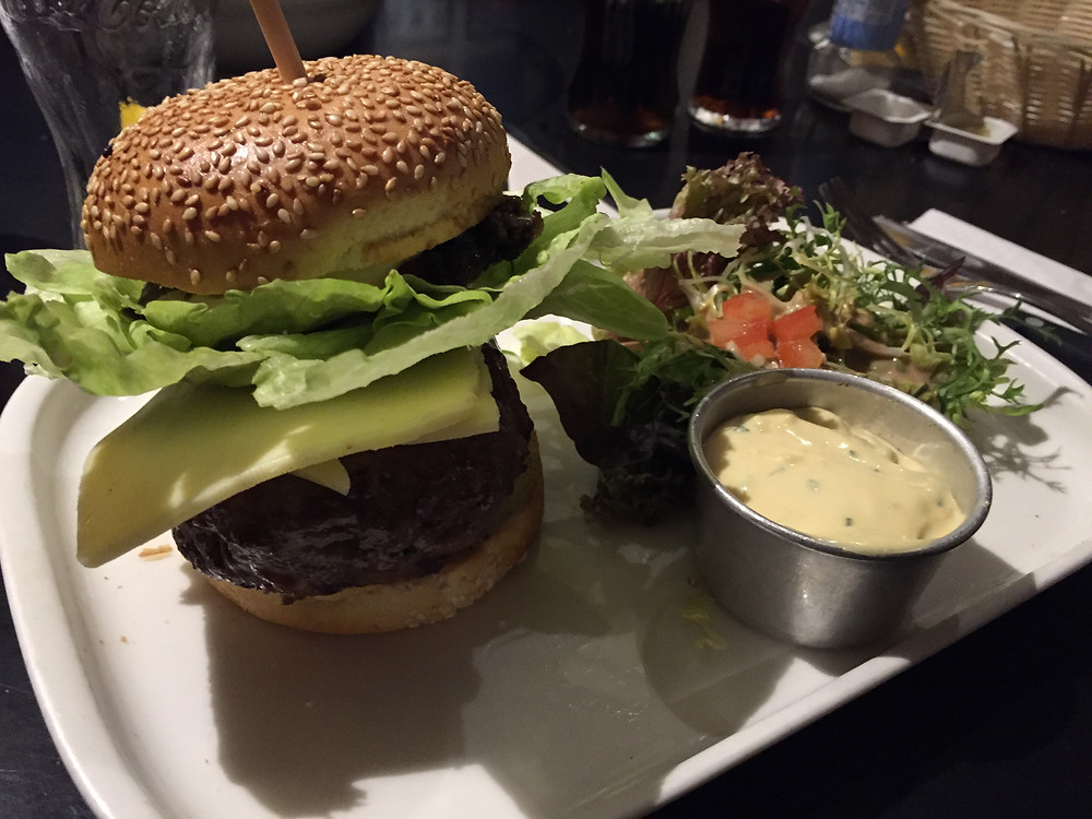 A burger from Les Pêcheries
