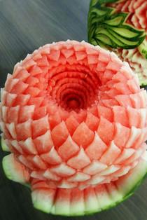 Melon_d'eau_sculpté,_congrès_Poulet_du_Q
