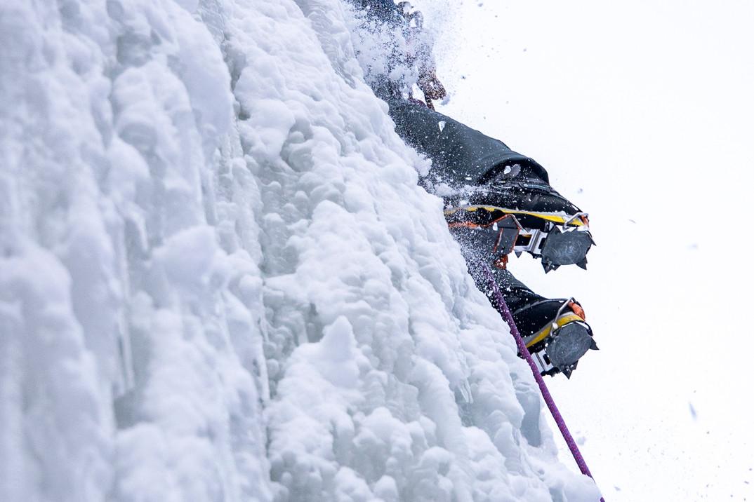 210108_tmg_iceclimbing_019-2.jpg